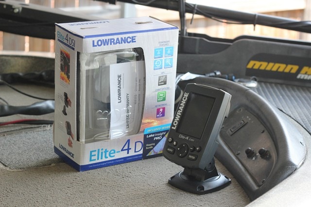 Installing and mounting the Lowrance Elite 4 DSI